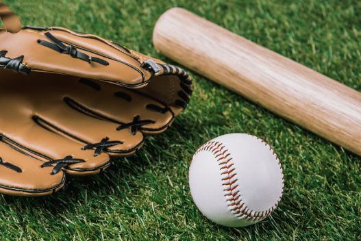 Handske, bold og baseball bat